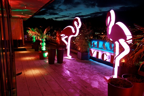 Miami Beach-Party mit unseren LED Flamingos
